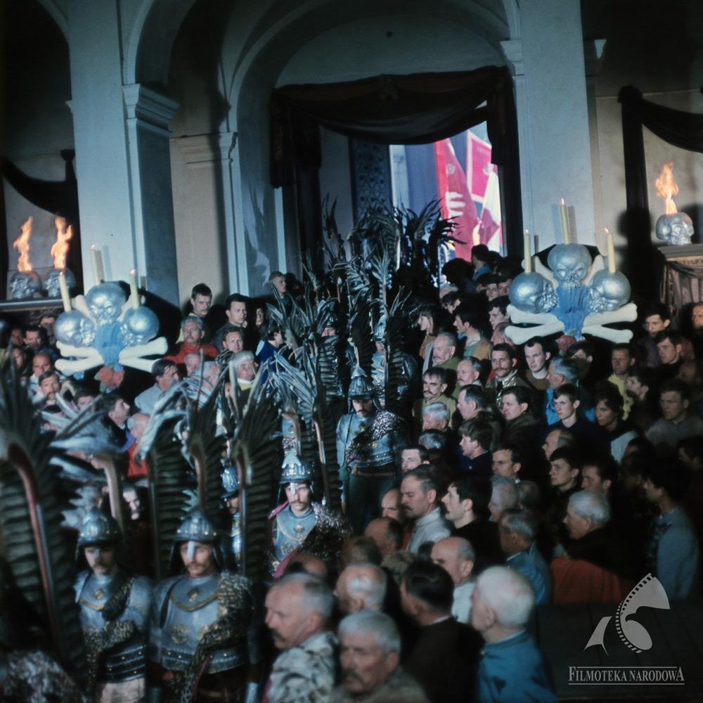 The crowd and the Polish hussars during funeral of Michał Wołodyjowski. Still from Coronel Wolodyjowski by Jerzy Hoffman. Photo: Jerzy Troszczyński / The National Film Archive / www.fototeka.fn.org.pl