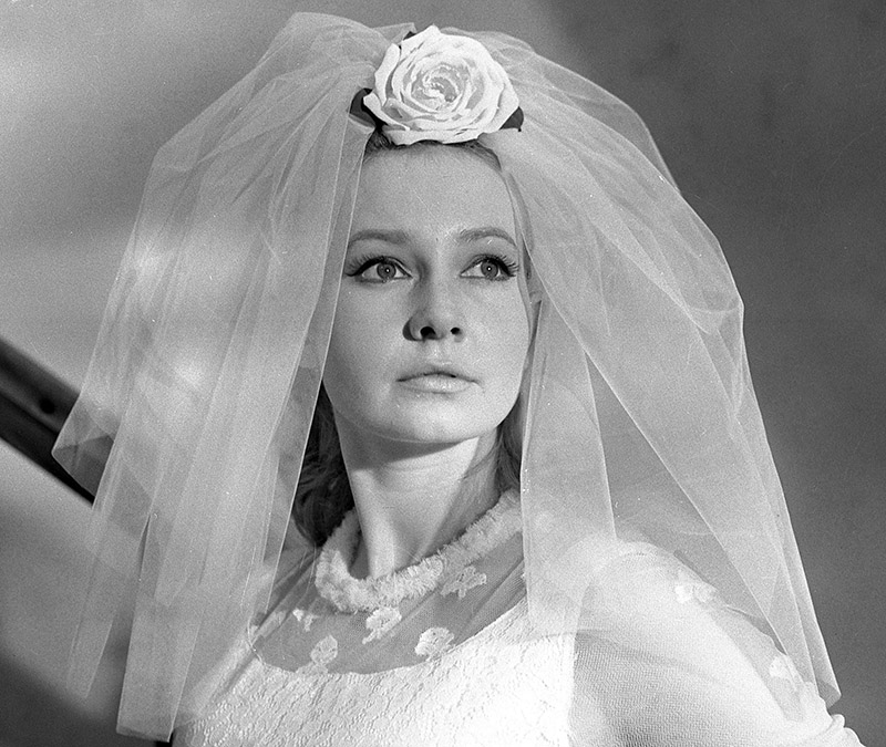 Elżbieta Czyżewska as Hanka Rębowska in Wife for Australian (1963), photo: Polfilm / East News