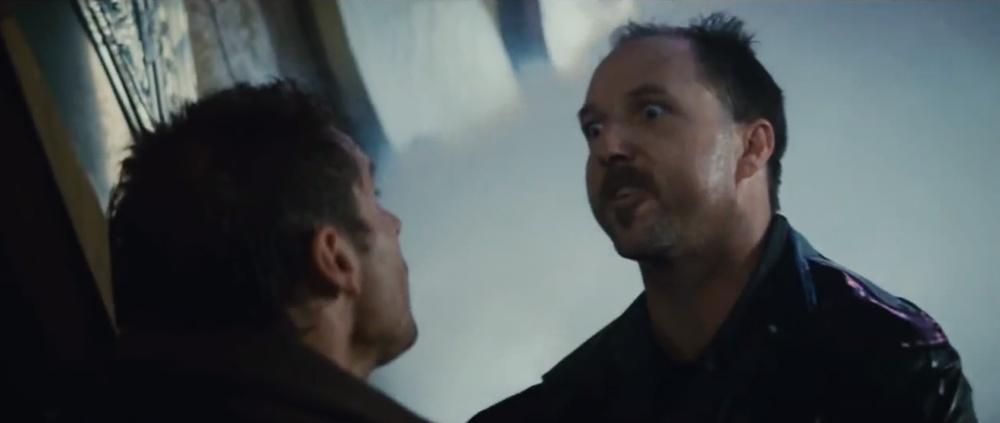 """Brion James jako replikant Kowalski w """"Łowcy androidów"""" Ridleya Scotta."""
