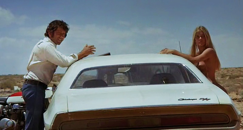 "Barry Newman as a no name Kowalski and Gilda Texter in ""Vanishing Point"", photo: Twentieth Century Fox Film Corporation"