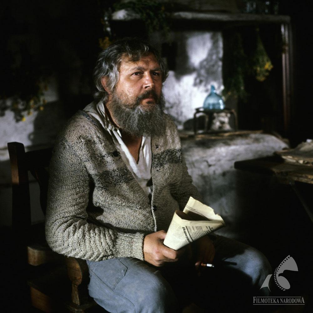 """Jerzy Bińczycki w filmie """"Znachor"""" w reżyserii Jerzego Hoffmana, 1981, fot. Józef Letkier/Filmoteka Narodowa/fototeka.fn.org.pl"""