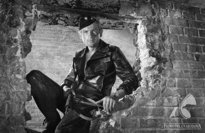 """Stanisław Mikulski w """"Kanale"""" Andrzeja Wajdy, fot. Andrzej Gronau, Fototeka Filmoteki Narodowej/ www.fn.org.pl"""