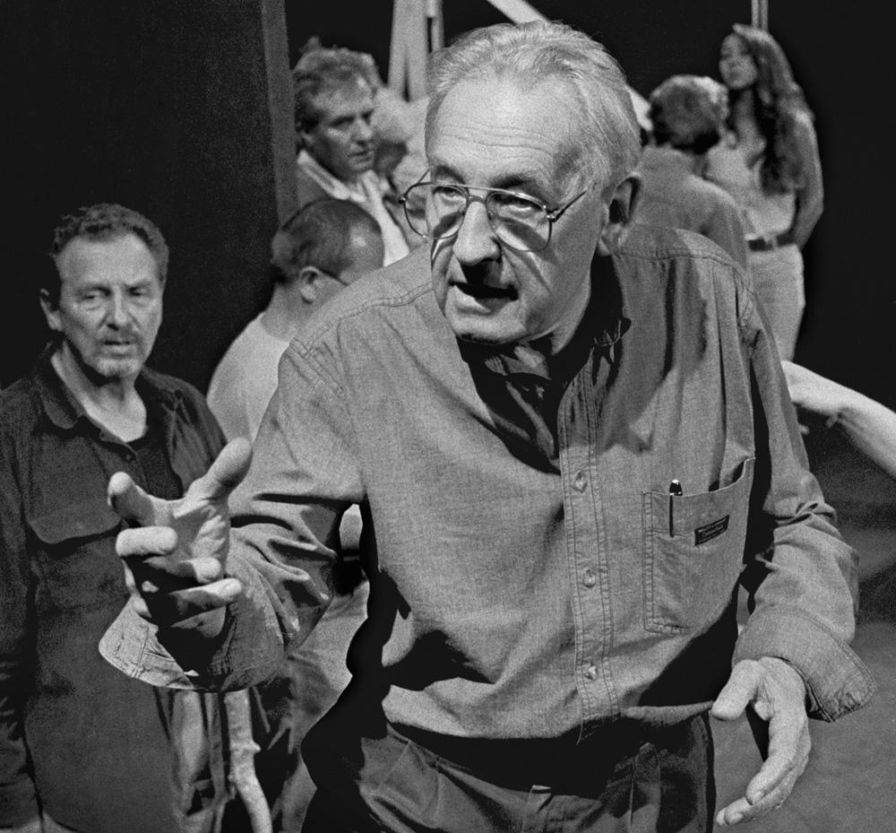 """Andrzej Wajda during a rehearsal of """"Klątwa"""" / """"The Curse"""", Stary Teatr Krakow, 1997, photo: Wojciech Plewiński / Forum"""