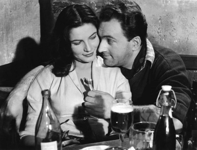 """Kadr z filmu """"Baza ludzi umarłych"""", reżyseriia: Czesław Petelski, zdjęcia,: Kurt Weber, 1959. fot . Polfilm / East News"""