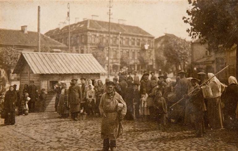 """Jan Bułhak, """"Wileńskie kuchnie ludowe"""", 1915, fot. ze zbiorów Muzeum Narodowego we Wrocławiu"""