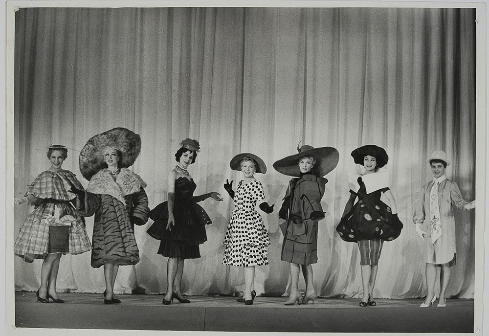"Scene from the performance Our Joketeka / ""Nasza żartoteka"", 1960, photo by Edward Hartwig / POLONA / www.polona.pl"