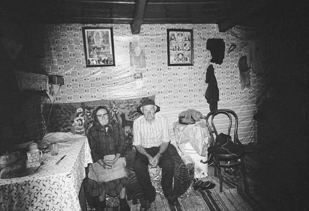"""Fotografia z cyklu """"Zapis socjologiczny"""", negatyw czarno-biały,  24 x 35 mm, 1982 Chochołów, fot. Zofia Rydet  / © 2068/12/31 Zofia Augustyńska-Martyniak"""