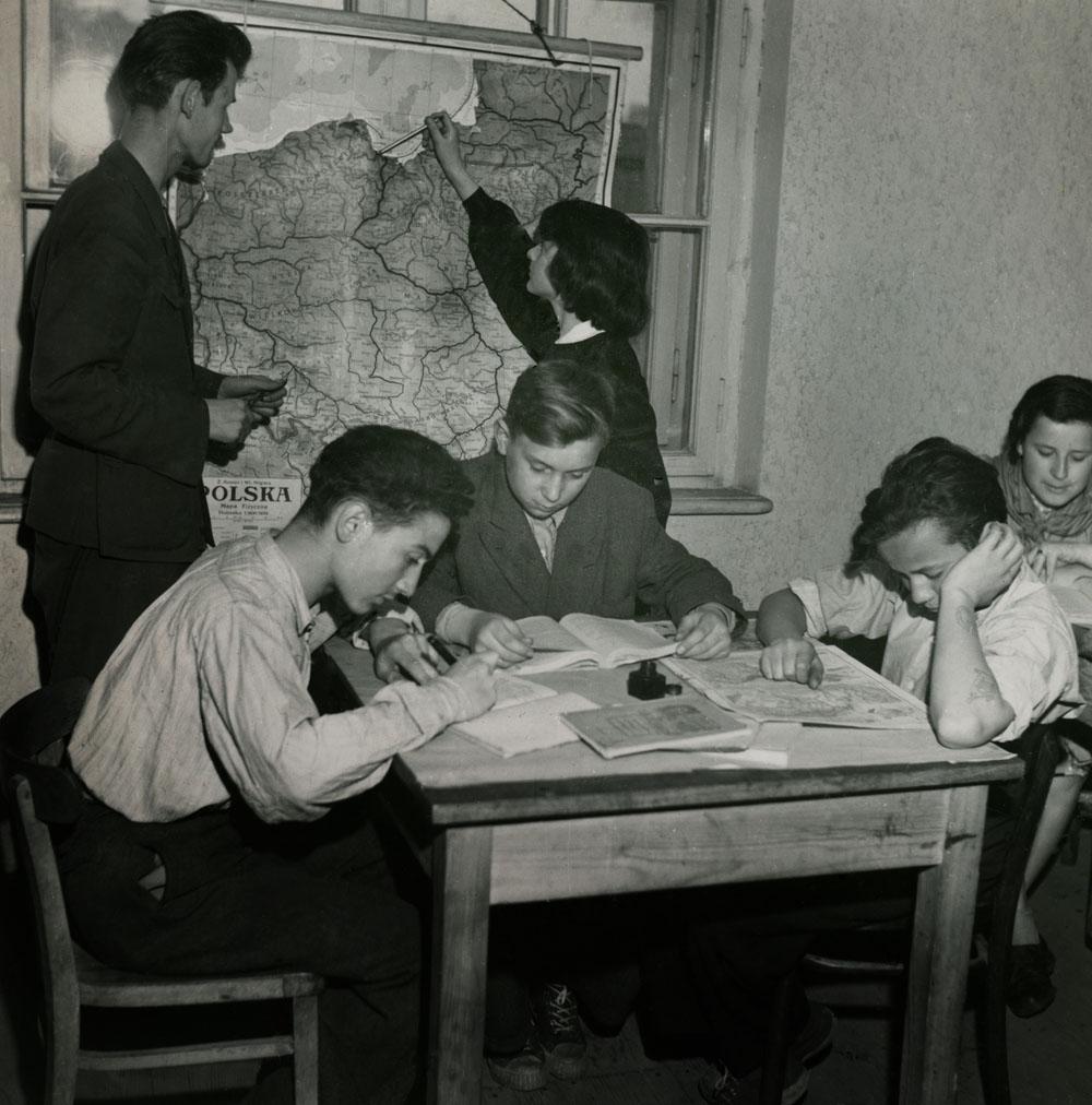 Фотография с выставки «Семейный альбом. Фотографии, которые евреи взяли с собой», фото предоставлено организатором