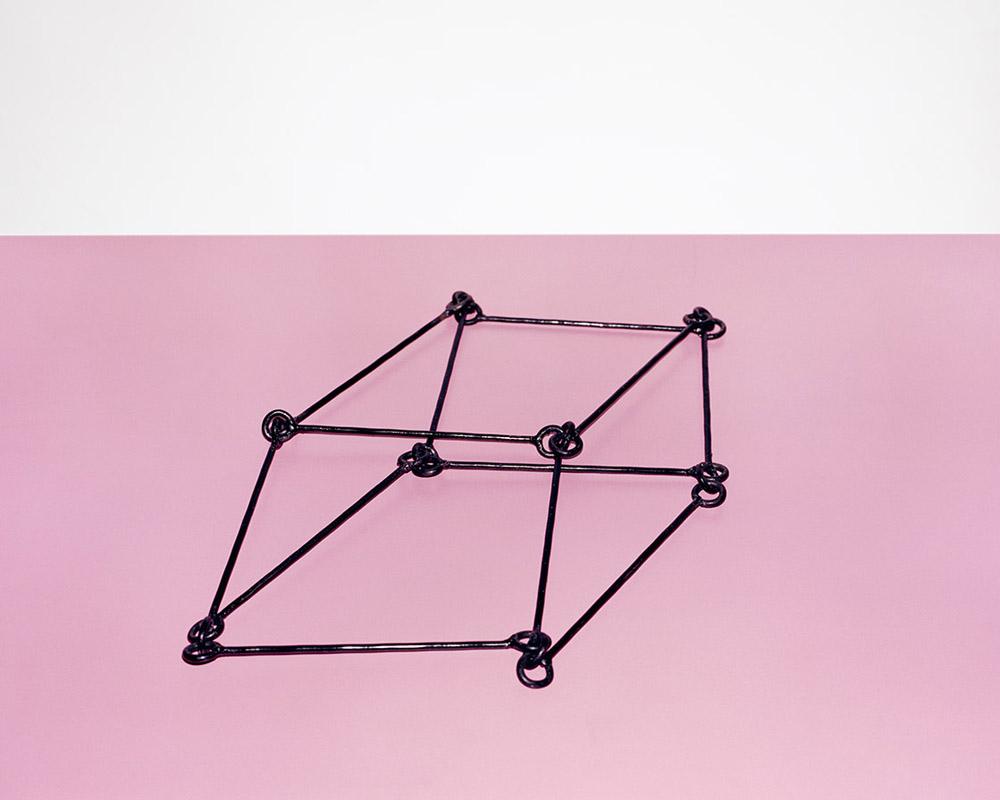 Khirdalan, Azerbejdżan, 2016 Figury geometryczne oraz modele wywołujące złudzenia optyczne częściowo wykonane przez uczniów szkoły szachowej mieszczącej się w Centrum im. Hejdara Alijewa, fot. Rafał Milach