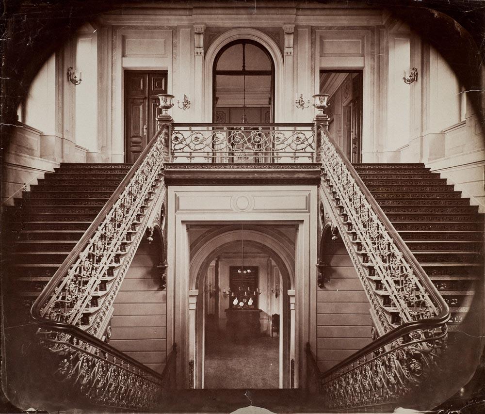 Warszawa, ratusz przy placu Teatralnym, klatka schodowa, 1870. Zbiory: Muzeum Narodowe w Warszawie