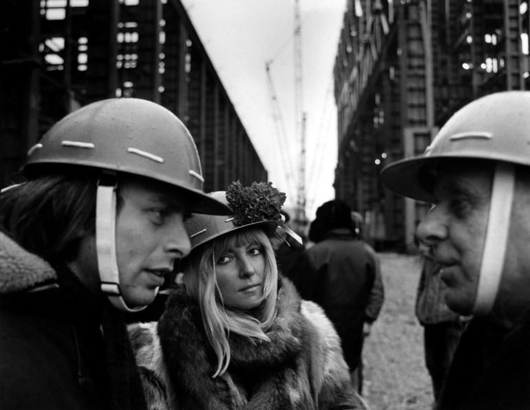 Maryla Rodowicz, Eryk Lipiński wizyta artystów i działaczy kultury na budowie Huty Katowice 1976, fot. Wojciech Plewiński