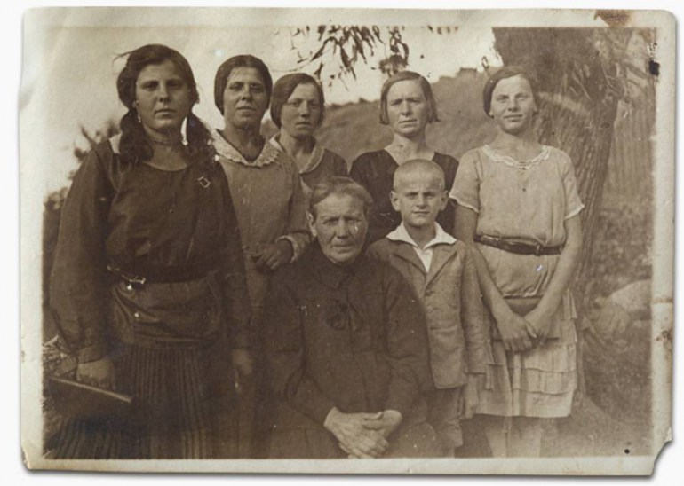 Matusewicz family in the 1930's, Aleksandrówka, near Voupa, photo from the private collection of Maria Bobilewicz