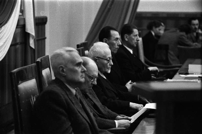 Warsaw, 13 November 1955. General assembly of the Polish Academy of Science (PAN). From the left: Witold Wierzbicki, Wacław Sierpiński, Kazimierz Nitsch, Jan Dembowski & Stanisław Kulczyński, photo: Władysław Sławny/Forum