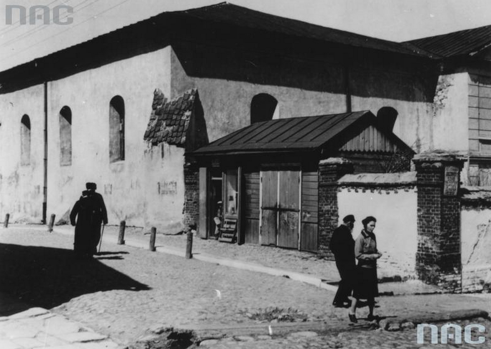 Old Synagogue in Chełm on a pre-war photograph. According to the legend the remains of the golem were hidden in the attic. Photo: Narodowe Archiwum Cyfrowe (NAC)