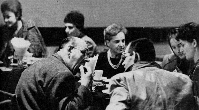 Henryk Tomaszewski i Stanisław Toepfer w kawiarni PIW-u, fot. Piotr Barącz