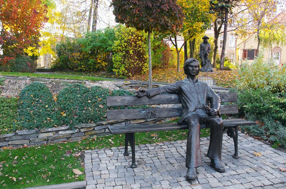 Ławeczka Marka Grechuty w Opolu na Wzgórzu Uniwersyteckim, fot. Zofia Bazak / East News