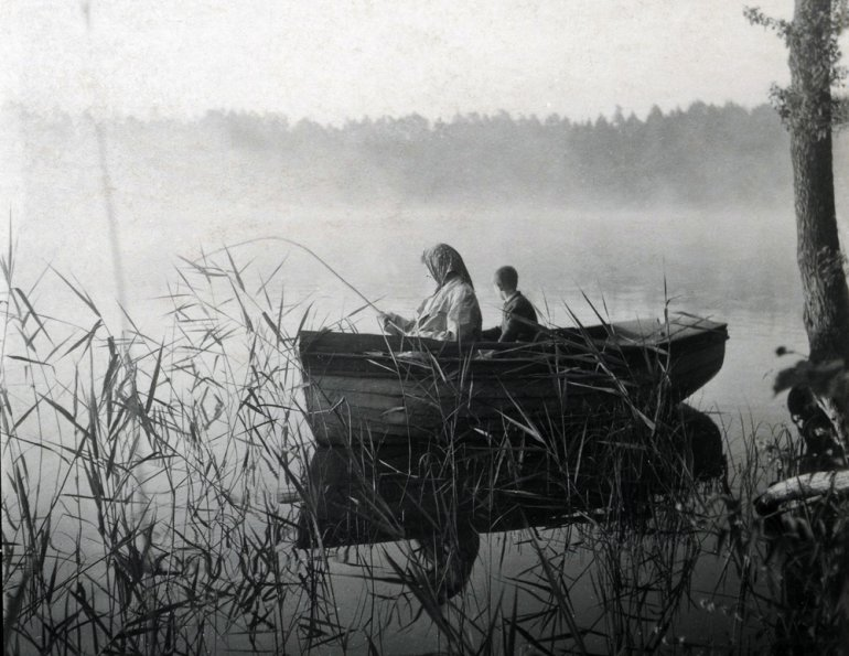 Mazury, 1950. poranny połów ryb na jeziorze Nidzkim, rep. FoKa/Forum