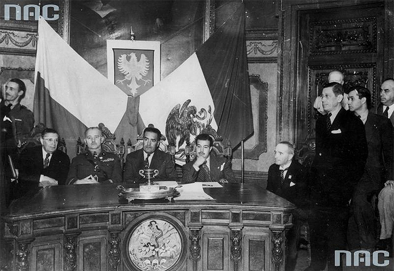 General Władysław Sikorski and Exequiel Padilla (Mexican Minister) in Mexico in 1942, photo from Czesław Datka's Photographic Archives / National Digital Archives / www.audiovis.nac.gov.pl