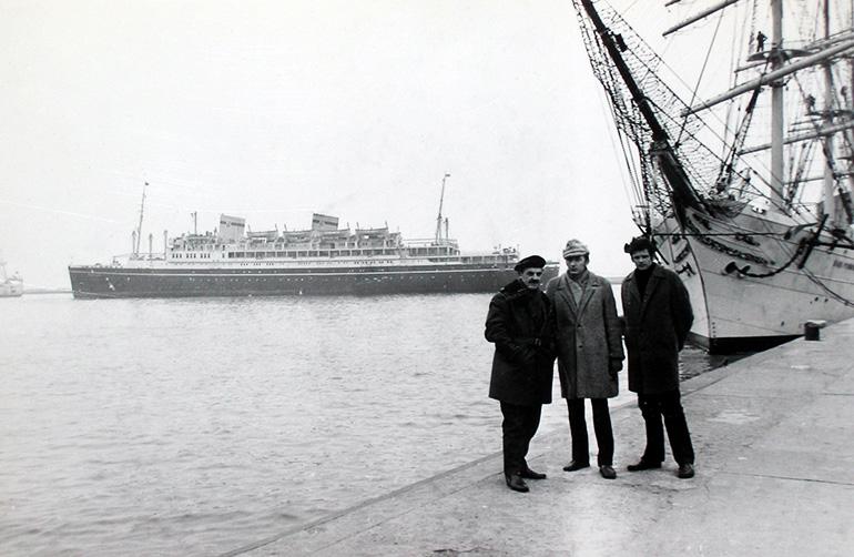"""""""Batory"""" w porcie w Gdyni, fot. Stanisław Nalewajko / z archiwum prywatnego Marioli Nalewajko / CC / Wikimedia"""