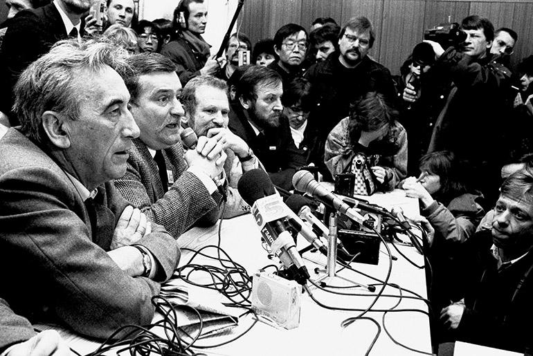 The Round Table Talks, from the left: Tadeusz Mazowiecki, Lech Wałęsa, Bronisław Geremek i Mieczysław Gil, photo: Ania Pietuszko / Forum