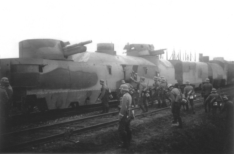 German soldiers approaching a Polish armoured train in 1939, photo: East News