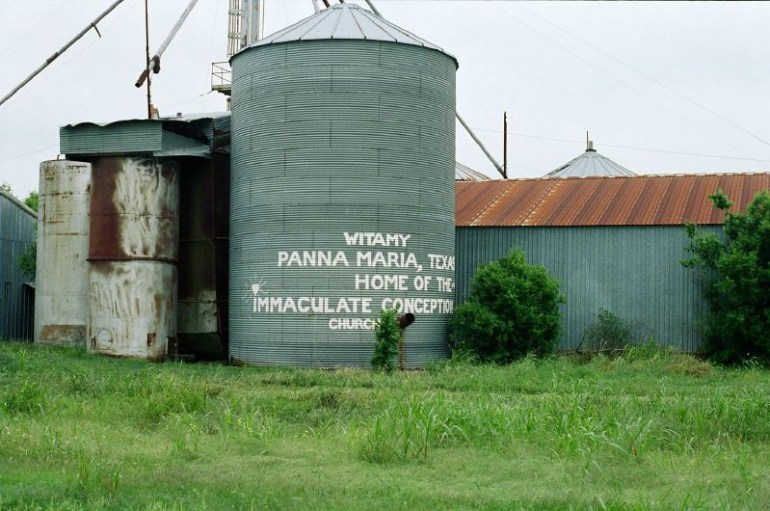 Welcome to Panna Maria, Photo: Brooke Rosemary/Wikimedia (CC)