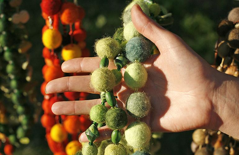 Beads made our of felt wool, photo: Wojtek Pacewicz/Forum