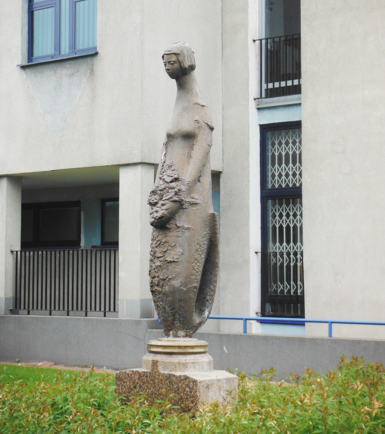 Sculpture of mermaid by Jerzy Chojnacki, photo by Tadeusz Rudzki / CC / Wikimedia