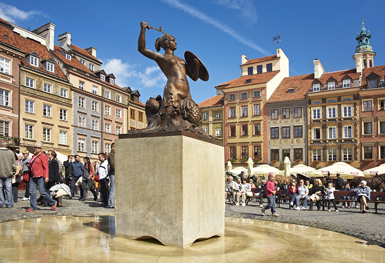 Mermaid in the Old Town in Warsaw, photo by Jan Włodarczyk / Forum