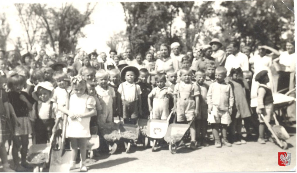 Children from kindergarten in Santa Rosa, 1944. Photo: Anita Paschwa's private archive / Kresy Siberia Virtual Museum