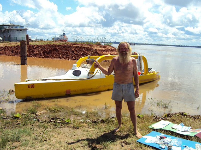 Aleksander Doba with his Kayak during transatlantic journey, photo courtesy of the traveller / www.aleksanderdoba.pl