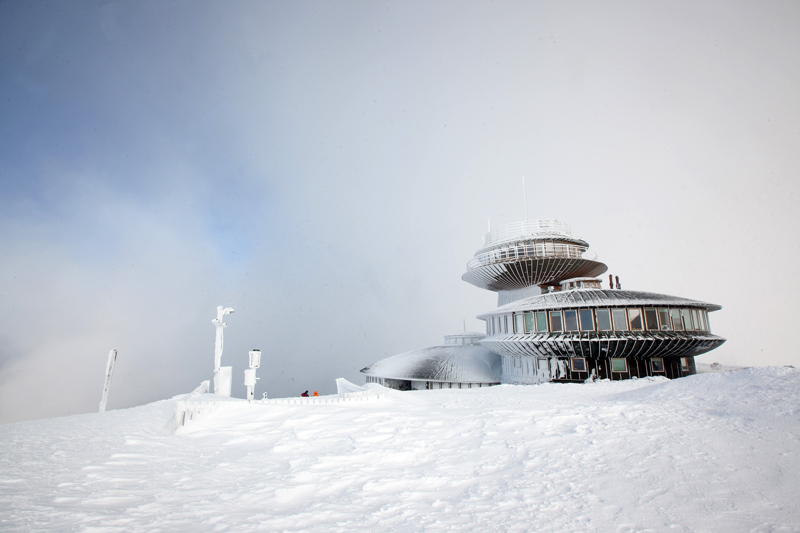 Karpacz, the famous mountain shelter on top of Śnieżka mountain, photo: Marek Szybka / East News
