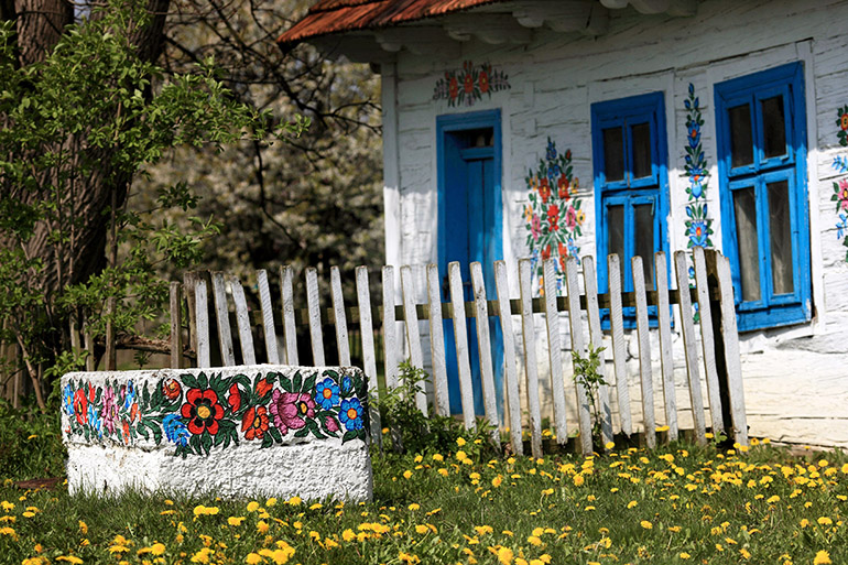 Painted house in Zalipie, 2010, photo by Daniel Pach / Forum