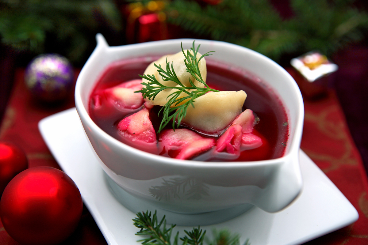 Christmas Eve red barszcz with dumplings, photo: East News