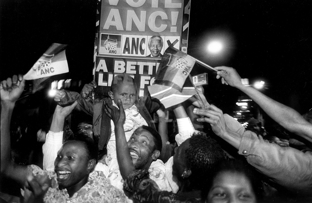Former glory days: the ANC's historic election victory in April 1994, Johannesburg, South Africa, photo: Paul Weinberg / Anzenberger / Forum