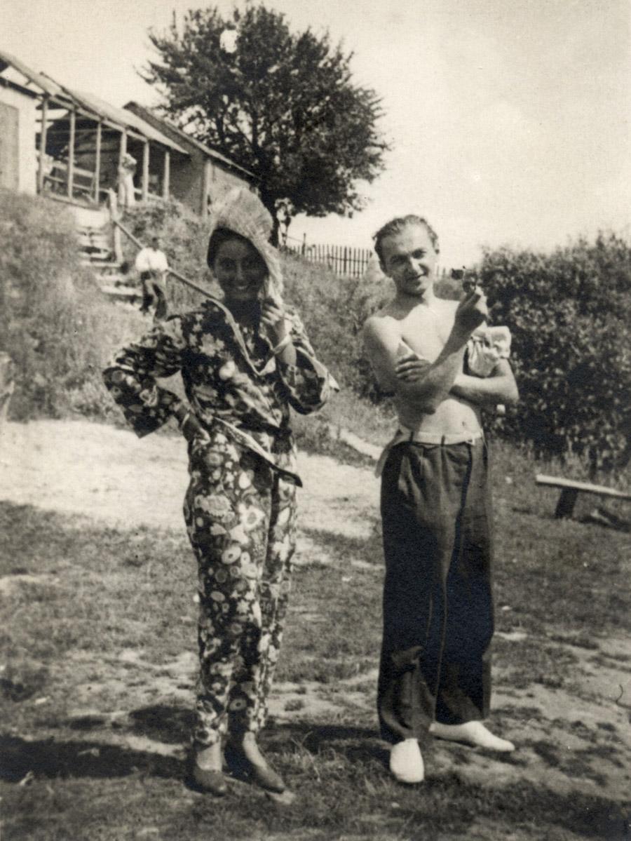 Zuzanna Ginczanka z nieznanym mężczyzną, Nowy Staw, 1933, fot. Muzeum Literatury / East News