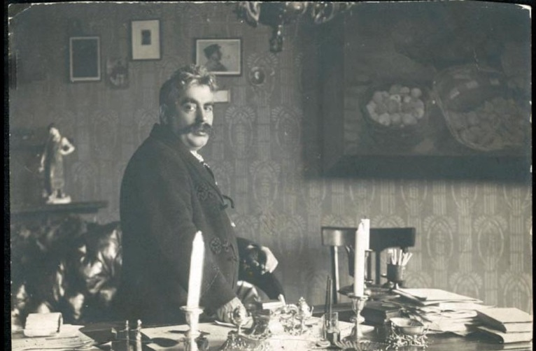 Yitskhok Leybush Peretz in his Warsaw apartment, photo: www.yivoencyclopedia.org