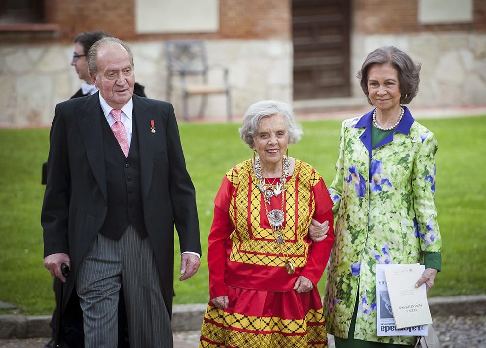 Elena Poniatowska (C), walks next to Spain's King Juan Carlos and Queen Sofia (R), after receiving the Cervantes Award 2014 at Alcala de Henares University, outskirts of Madrid, Spain, 2014, photo: Fernando Villar/EFE/PAP