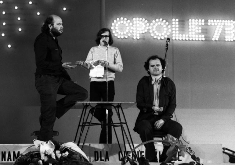 11th National Festival of Polish Song, Cabaret Night, 1973, Opole, photo (L. to R.): Jacek Kleyff, Janusz Weiss, Michał Tarkowski, otherwise known as Salon Niezależnych, photo: Jerzy Płoński / Forum