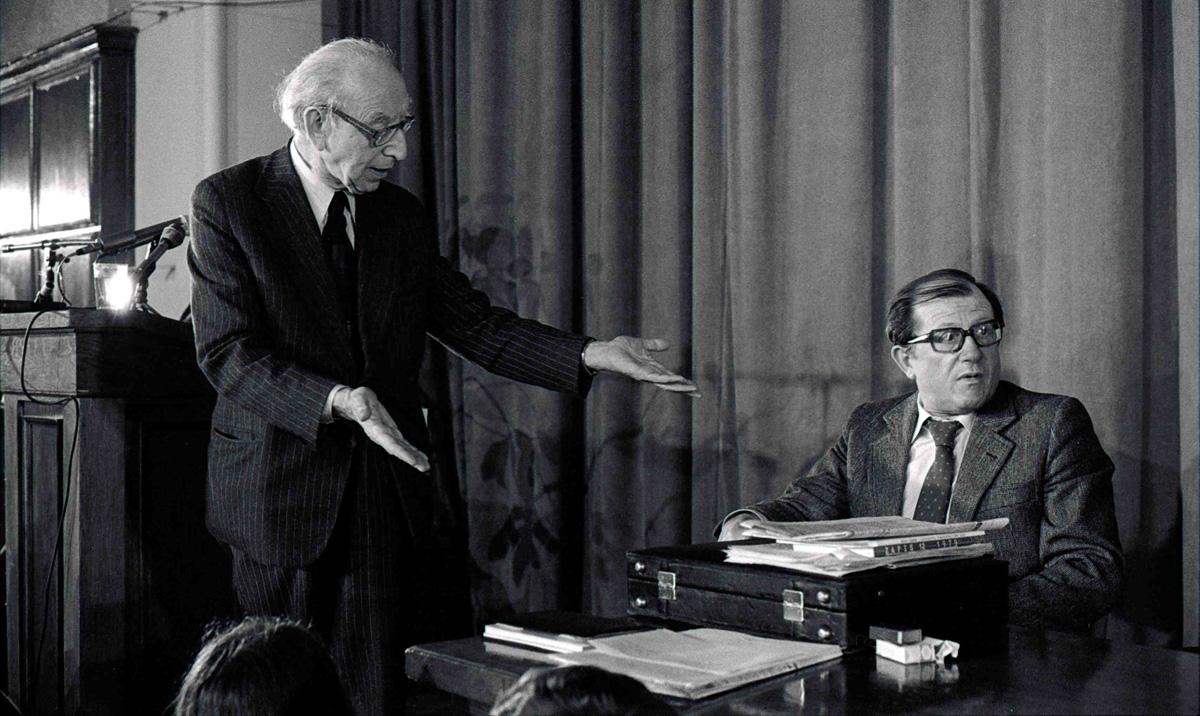 """Artur Sandauer i  Kazimierz Dejmek, sesja """"Marzec 1968"""", Uniwersytet Warszawski , Audytorium Maximum, Warszawa, 1981"""