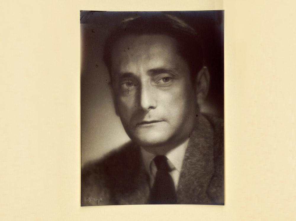 Marian Brandys, 1950, fot. Benedykt Jerzy Dorys / Nowa Cyfrowa Biblioteka Narodowa Polona