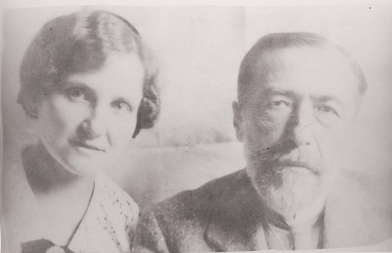 Joseph Conrad with Aniela Zagórska, who was the translator of almost all of his books into Polish, but also his cousin; source: CBN Polona