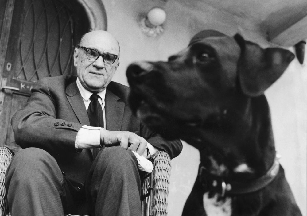 Jarosław Iwaszkiewicz with his dog Tropek, 1963, Stawisko - photo source: Museum in Stawisko archive / Fotonova / East News