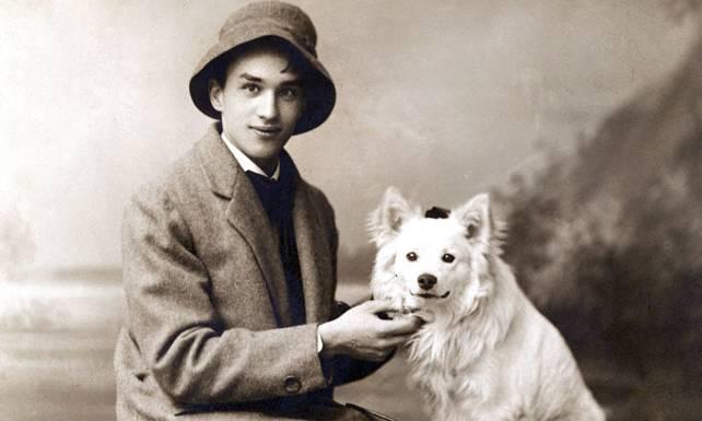 Jarosław Iwaszkiewicz w wieku 20 lat z psem Nielsem, 1914., fot. z archiwum Muzeum w Stawisku/FOTONOVA