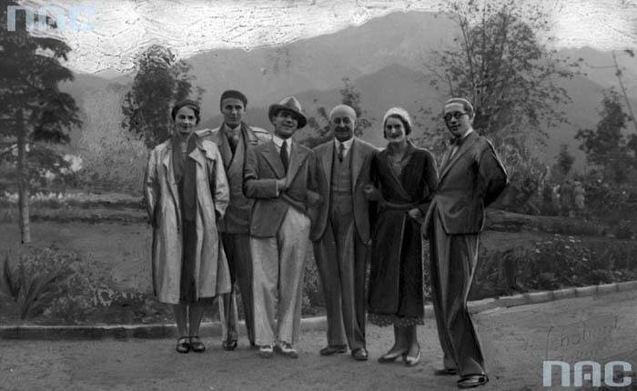 Kornel Makuszyński (trzeci z prawej) w Zakopanem, 1931, fot. Schabenbeck Henryk / Archiwum Ilustracji / Narodowe Archiwum Cyfrowe (NAC)