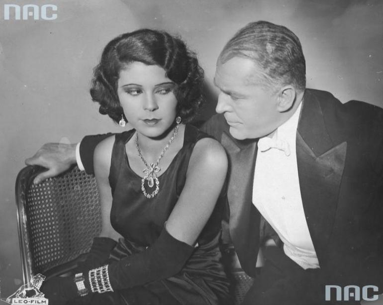 """Nora Ney i Kazimierz Junosza-Stępowski w filmie """"Serce na ulicy"""" (1930)"""