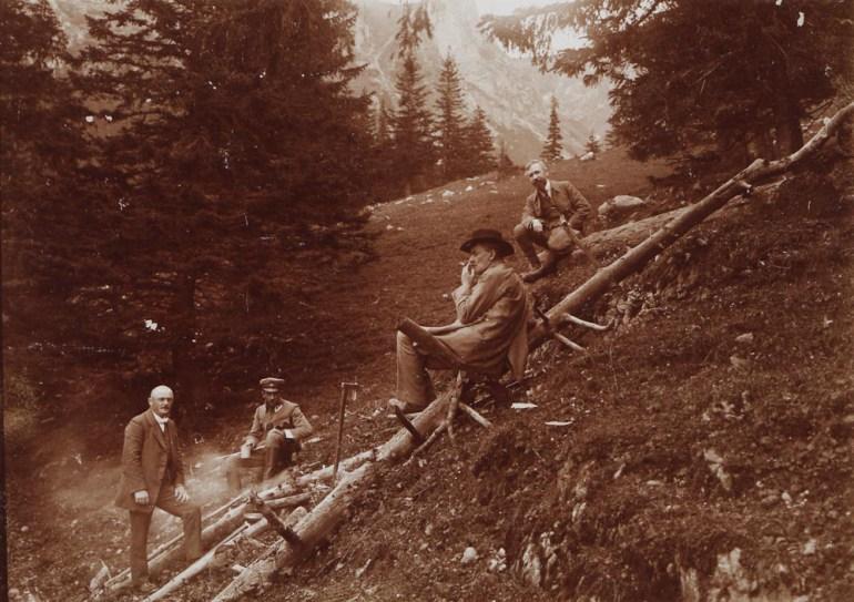 Стефан Жеромский на горной прогулке в Татрах, в долине Малой Лонки, 1916, фото: Национальная библиотека (POLONA)