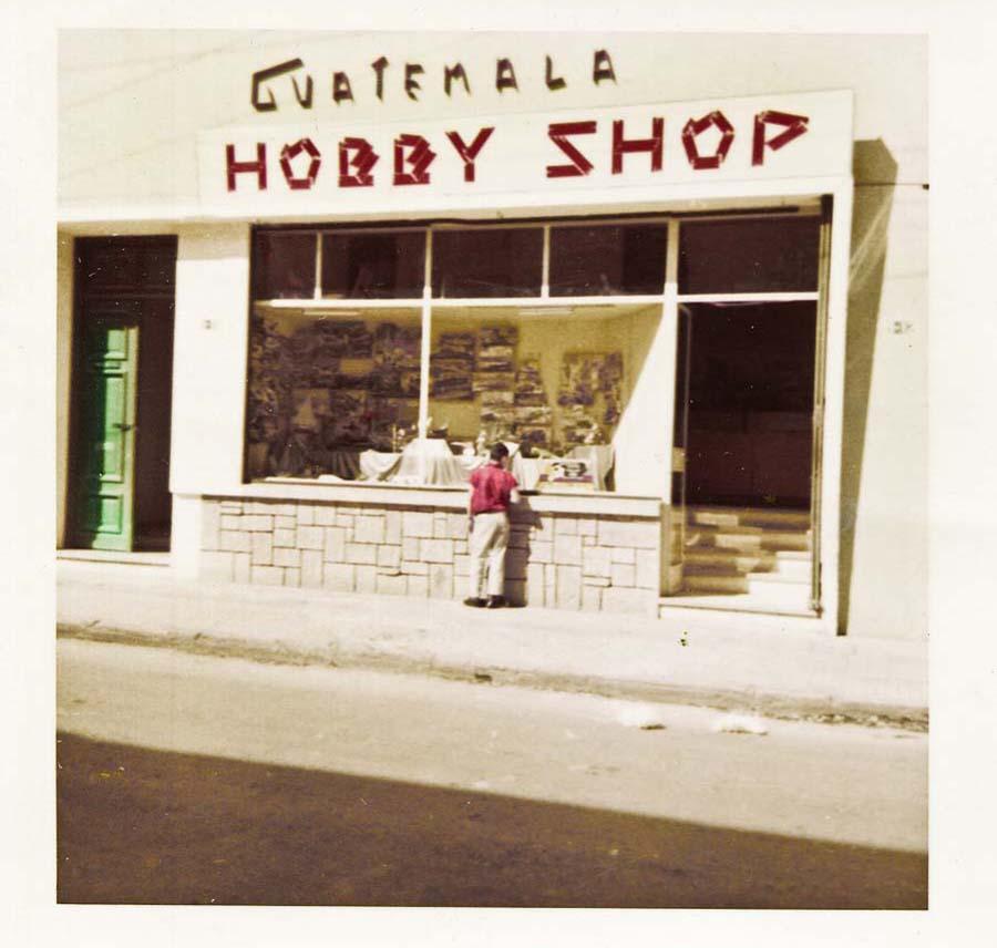 41 witryna sklepu andrzeja bobkowskiego w ciudad de guatemala  marzec 1958_7146317.jpg