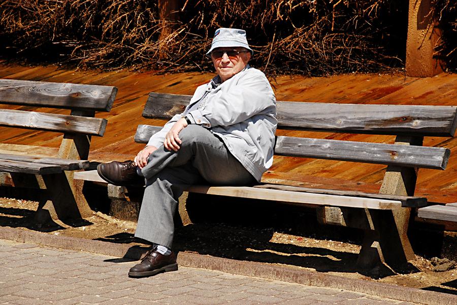 Тадеуш Ружевич в Констанцине у градирни, 2008, фото: Януш Джевуцкий