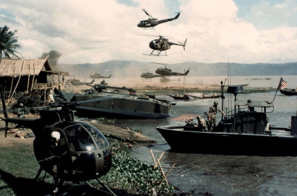 "KAdr z filmu""Apocalypse Now, 1979, director: Francis Ford Coppola, photo: Zoetrope Studios"